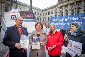 Unterschriftenübergabe an Malu Dreyer und Erwin Sellering am 8.12.2016 vor dem Bundesrat